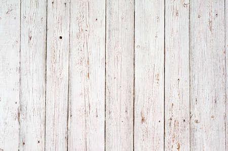 lineas verticales: madera de textura de fondo blanco. viejos tablones de madera pintada con el color blanco