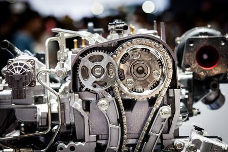 poleas: parte del motor de un coche nuevo para la exposición Motorshow Foto de archivo