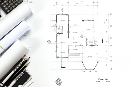 Abstract Engineering Zeichnungen Hintergrund mit Leerzeichen für Ihr Wort. Bauplan Werkzeuge mit leeren Platz auf dem Schreibtisch. Standard-Bild - 84477871