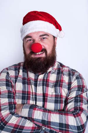 nariz roja: Hombre divertido con la nariz roja