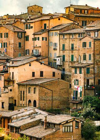 Flathuisgebouwen in Siena, Italië