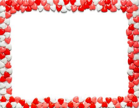 Herzförmige süße Valentinstag-Süßigkeit, die weißes Papier der Buchstabengröße gestaltet Standard-Bild - 94258352