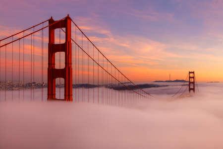 ゴールデン ゲート ブリッジはカリフォルニア州サンフランシスコで popuar 観光地です。
