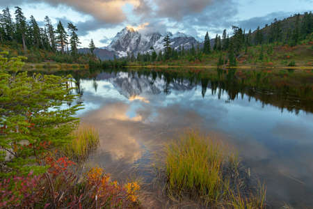 Mount Shuksan and Picture Lake in Baker Wilderness Фото со стока