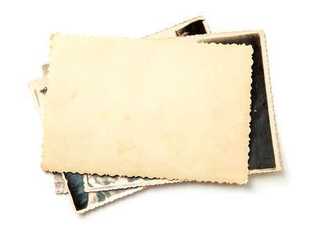 Apile fotos antiguas aisladas sobre fondo blanco. Foto de archivo
