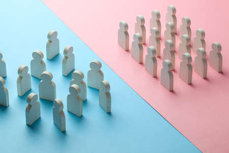 The conflict between the two business teams. One group of people stands as a unit, and the other group of people stands as a crowd. Banco de Imagens