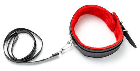 BDSM Spielzeug für Erwachsene an der Leine mit Leine isoliert auf weißem Hintergrund
