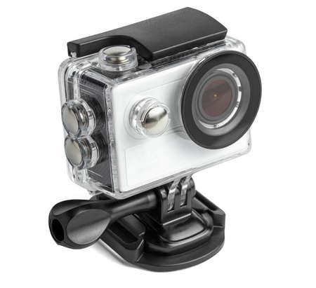 Macchina fotografica di azione in una scatola impermeabile isolata su fondo bianco.