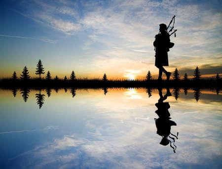 gaita: hombre toca la gaita Foto de archivo