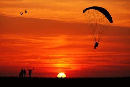 Paraglider at sunset Standard-Bild