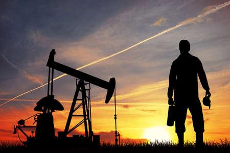 torre de perforacion petrolera: Bomba de aceite al atardecer Foto de archivo
