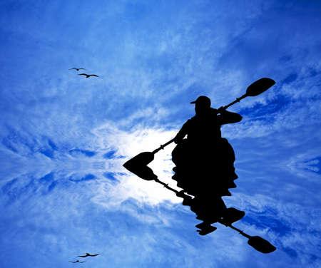 Kayak silhouette at sunset Standard-Bild