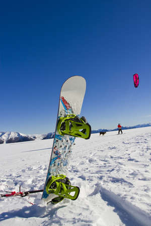 snowkiting: Snowboard in the snow