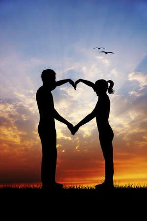 silhouettes lovers: Pares con el coraz? Foto de archivo