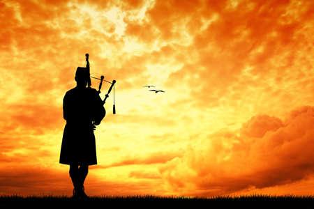 Pipers bij zonsondergang