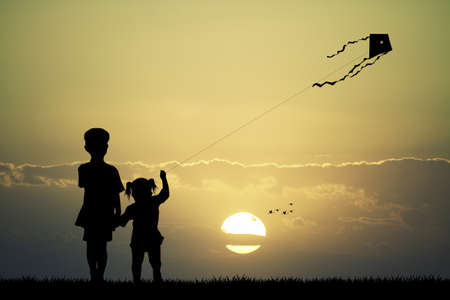 children with kite at sunset Imagens