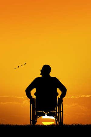paraplegico: hombre discapacitado en silla de ruedas Foto de archivo
