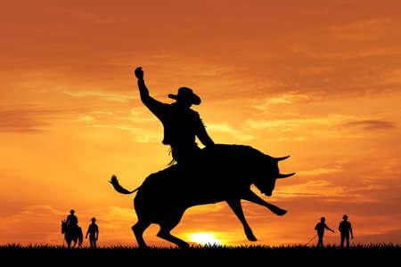 夕暮れ時の牛ライダー シルエット