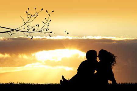 enamorados besandose: amantes que se besan silueta al atardecer