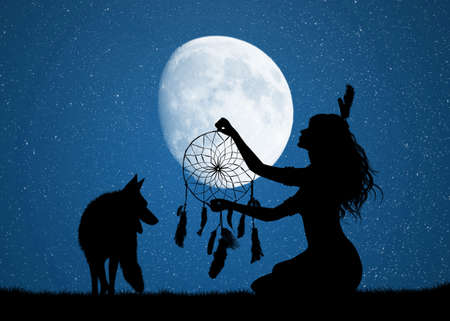 Indian woman with dreams circle in the moonlight Imagens