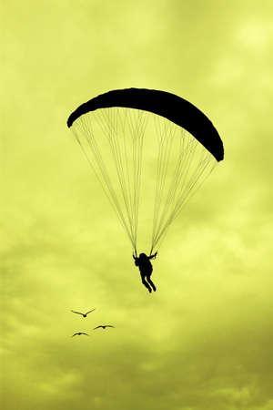 parapente: silueta parapente al atardecer