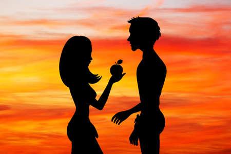 Adam et Eve avec le fruit du péché au coucher du soleil Banque d'images