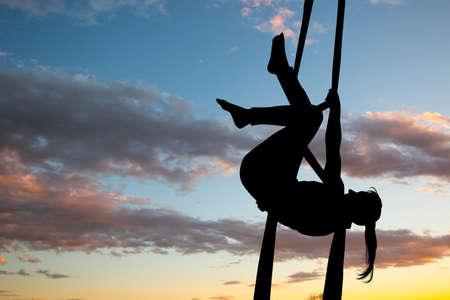 girl acrobatic aerial vector illustration 版權商用圖片