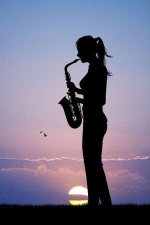 woman plays the sax at sunset Banque d'images