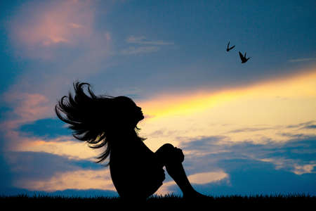 little girl with her hair in the wind at sunset Foto de archivo - 124646117