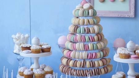 Delicious wedding reception candy bar dessert table. Foto de archivo