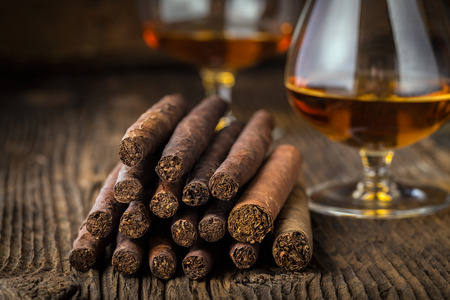 quality cigars and cognac on an old wooden table Stok Fotoğraf