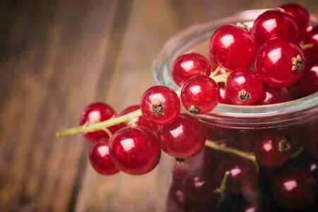 detail of bunch: Detail bunch of red currants in a glass cup. Healthy fruit with antioxidant. Stock Photo
