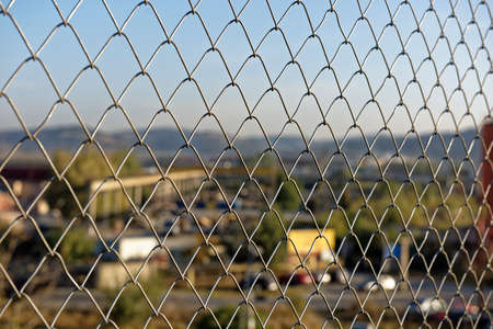 paesaggio industriale: Recinto di filo per proteggere il paesaggio industriale Sibiu Romania