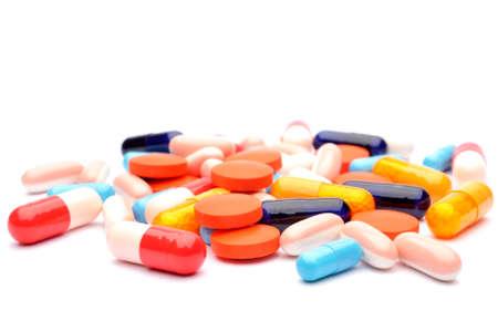pillen op een witte achtergrond
