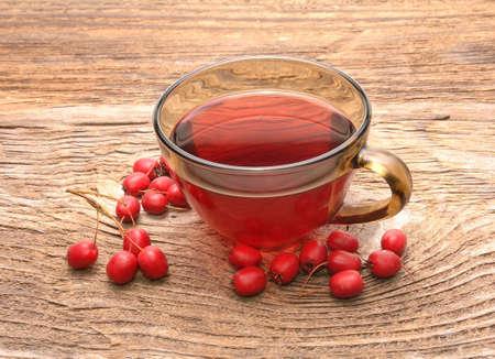 Hawthorn tea and ripe fruits of hawthorn Standard-Bild