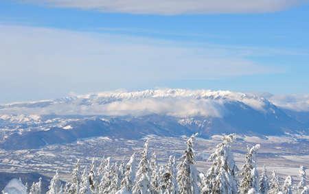 Panoramic view of Piatra Craiului, Carpathian Mountain Range Standard-Bild - 118557597