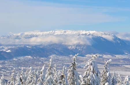 Panoramic view of Piatra Craiuluii Mountains, Carpathian Mountain Range Standard-Bild - 118557706