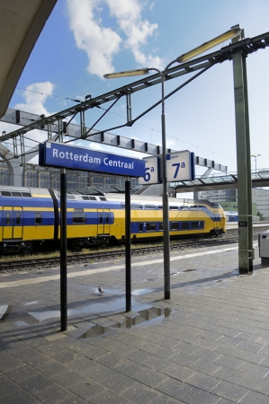 railroad station platform: Railroad station platform in Rotterdam central train station