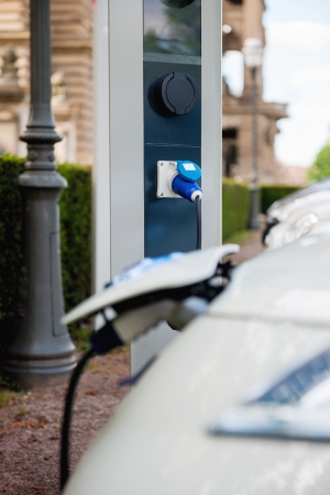 Free recharging station with charging of an electric car Banco de Imagens