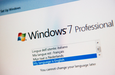 LONDON, UNITED KINGDOM - FEBRUARY 04, 2014: Windows 7 Professional software operating system installation starting page as seen on new computer on February 14, 2014 Редакционное