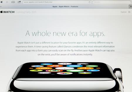 apple computers: PARIS, FRANCIA - 10 septiembre 2014: Apple Computers sitio web de cerca los detalles vistos en el iPad con el Apple Seguir reci�n lanzado como se ve el 10 de septiembre de 2014.
