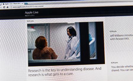 keynote: PARIS, FRANCIA - 09 de marzo 2015: evento Apple Computers tuits magistrales de cerca se ve en iMac con la importancia de la investigaci�n y la cura como se ve en 09 de marzo 2015 Editorial