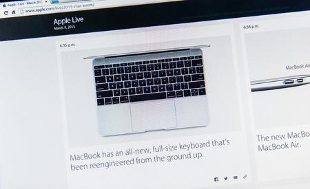 keynote: PARIS, FRANCIA - 09 de marzo 2015: evento Apple Computers tuits magistrales de cerca se ve en iMac con el MacBook recientemente lanzado con teclado de tama�o completo redise�ado desde cero como se ve en 09 de marzo 2015