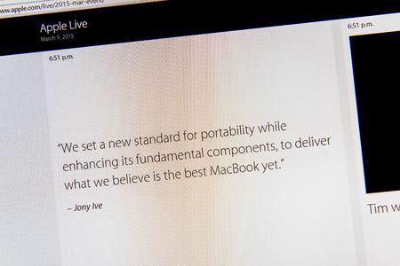 keynote: PARIS, FRANCIA - 09 de marzo 2015: evento Apple Computers tuits magistrales de cerca se ve en iMacdisplay ofrece cita Jony Ive sobre el nuevo MacBook Retina como se ve en 09 de marzo 2015 Editorial