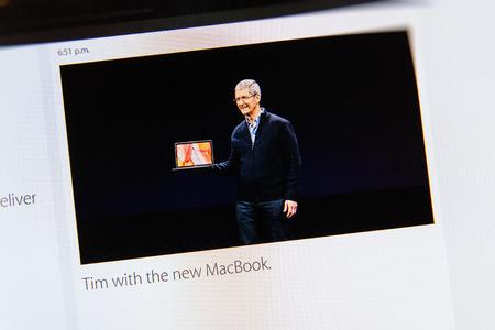 keynote: PARIS, FRANCIA - 09 de marzo 2015: evento Apple Computers tuits magistrales de cerca se ve en iMac con el reci�n lanzado como se ve en 09 de marzo 2015