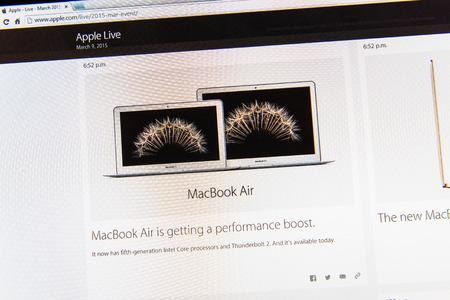 updated: PARIS, FRANCIA - 09 de marzo 2015: evento Apple Computers tuits magistrales de cerca se ve en pantalla del iMac con el reci�n actualizado Mc Book Air como se ve en 09 de marzo 2015