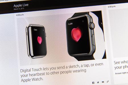 keynote: PARIS, FRANCIA - 09 de marzo 2015: evento Apple Computers tuits magistrales de cerca se ve en pantalla del iMac con pantalla t�ctil digital y latidos del coraz�n demostraci�n como se ve en 09 de marzo 2015