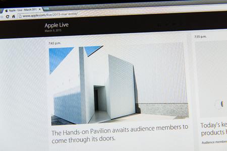 keynote: PARIS, FRANCIA - 09 de marzo 2015: evento Apple Computers tuits magistrales de cerca se ve en pantalla del iMac con Hands-On Pabell�n listo para ver el reloj como se ve en 09 de marzo 2015