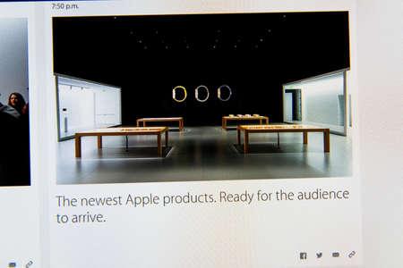 keynote: PARIS, FRANCIA - 09 de marzo 2015: evento Apple Computers tuits magistrales de cerca se ve en pantalla iMac con listo para mostrar el producto en la sala de demostraci�n como se ve en 09 de marzo 2015