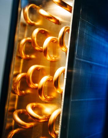 セントラル空調システムで冷却し、液体に着信冷媒を凝縮熱交換器セクション使用コンデンサー ユニット